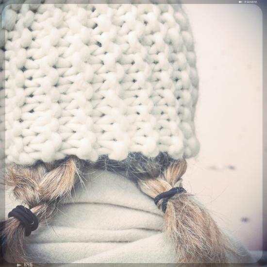 tricoter un bonnet en grosse laine. Black Bedroom Furniture Sets. Home Design Ideas
