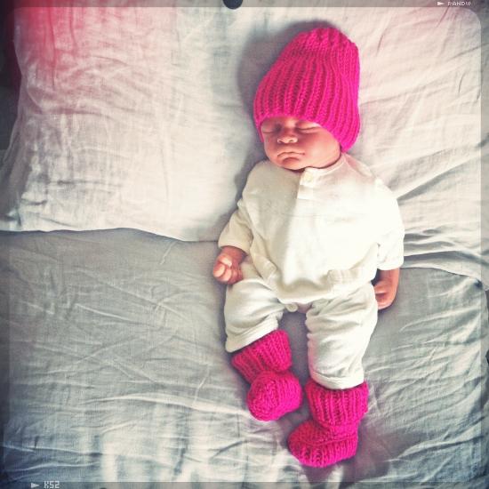 chaussons tricot · chaussons pour bébé au tricot · chaussons au point jersey